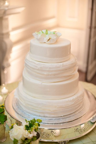 traditional white wedding cake frosting 1000 images about wedding cakes on wedding 21217