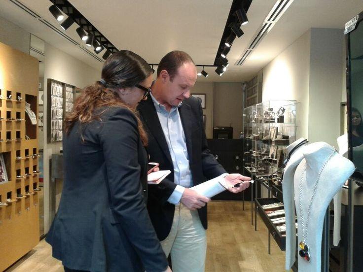 Diego Garcia CEO de UNO DE 50 con @Juli_Villegas_A de la Revista ¡HOLA! Colombia , gracias x el apoyo al equipo Eccolo Comunicaciones