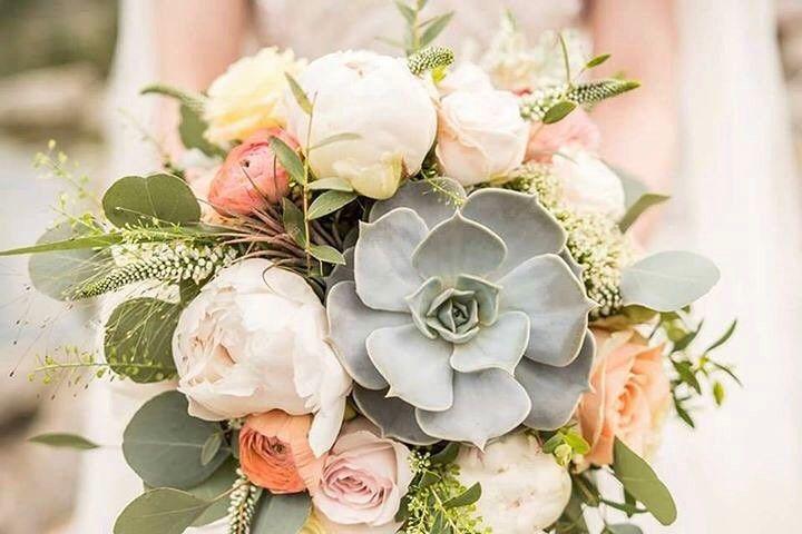 by Silvia  Pavol Belčík #kvetysilvia #kvetinarstvo #kvety #svadba #love #instagood #cute #follow #photooftheday #beautiful #tagsforlikes #happy #like4like #nature #style #nofilter #pretty #flowers #design #awesome #wedding #home #handmade #flower #summer #bride #weddingday #floral #naturelovers #picoftheday