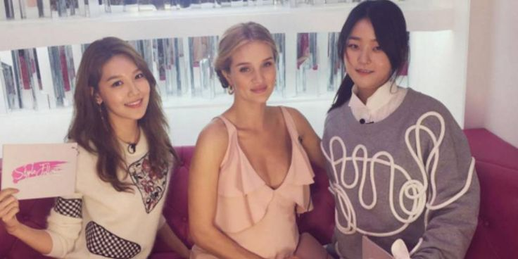 Girls' Generation's Sooyoung shares a photo with British model Rosie Huntington-Whiteley http://www.allkpop.com/article/2017/04/girls-generations-sooyoung-shares-a-photo-with-british-model-rosie-huntington-whiteley
