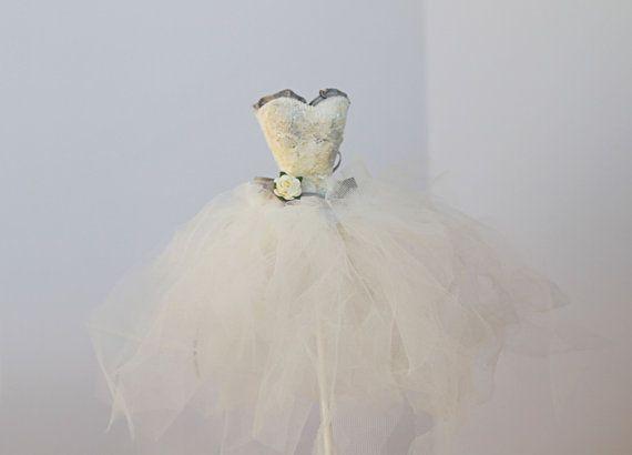 Weiße und graue Brautdusche Herzstück Tutu von MyPaperRomance