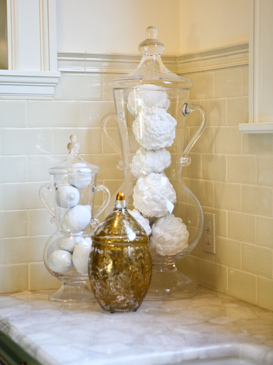 17 best images about lemon artichoke decors on pinterest for Bathroom decor vases