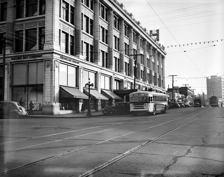 Historical photo of Douglas Street and The Hudson's Bay Department Store in #Victoria #HudsonDistrict