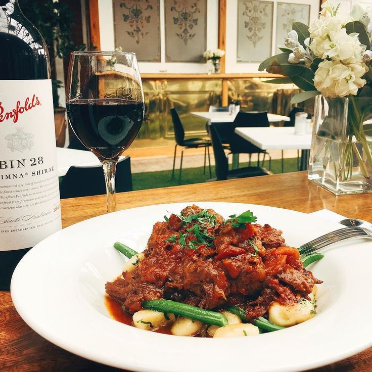 We have the slow braised beef cheek back on the menu today. Perfect with a glass of Penfold's bin 28 Shiraz!  #ballarat #oscarshotel #beefcheeks #wine #penfolds #oscarsatrium