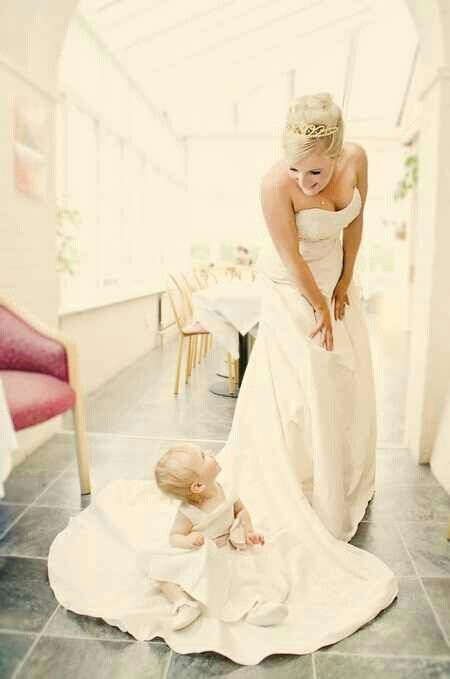 Baby flower girl. I want this pic done with Autumn!