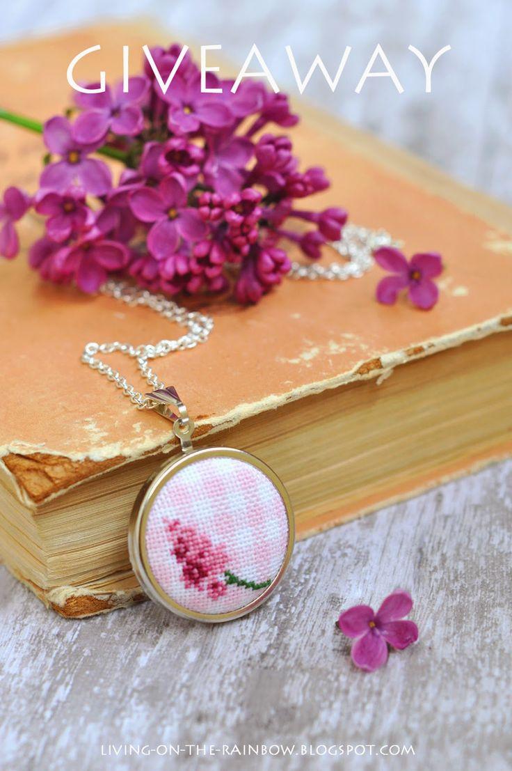 Живущая на Радугe: Розыгрыш Медальона :) / Embroidered Necklace Giveaway!