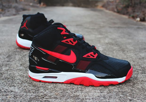 "Bo Jackson Goes ""Bred"" With The Nike Air Trainer SC"