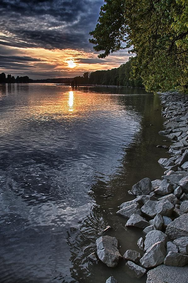 ✮ Fraser River at sunset