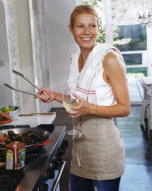 that's the way to entertain!: Kitchens, Girls Crushes, Father'S Daughters, Gwyneth Paltrow, Butternut Squashes Soups, Glasses, Cooking, Beauty, Gwynethpaltrow