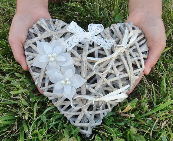 Porte Alliances Coeur de rotin fleur soie mariage