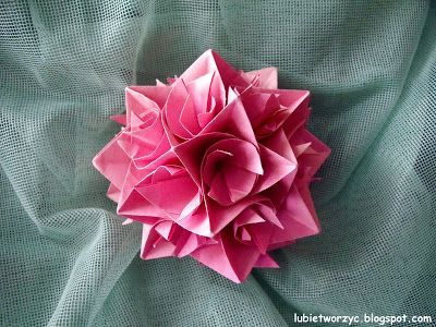 Piękna, dekoracyjna, zakręcona kula kusudama ;)   #kula #origami #kusudama #ball #święta #bożenarodzenie #christmas #christmasideas #christmascraft #tutorial #poradnik #diy #zróbtosam #handmade #jakzrobić #howto #instrukcja #instruction #lubietworzyc #craft #crafts #papercraft #papercrafts