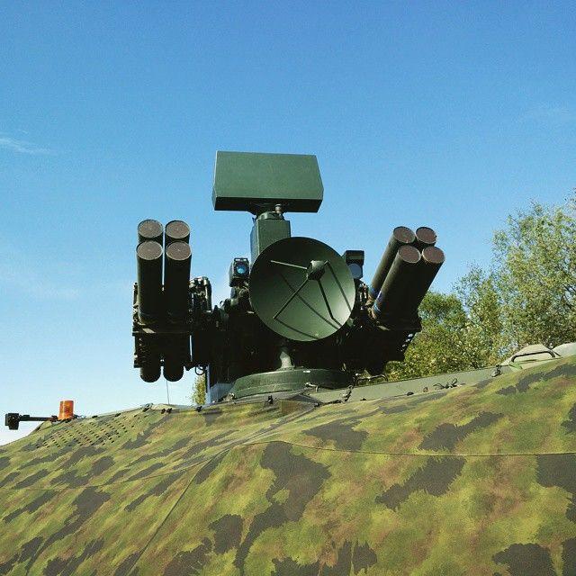 Ilmatorjuntajärjestelmä 90M kaikessa koreudesaan! #paraati15 #inttielämää #puolustusvoimat