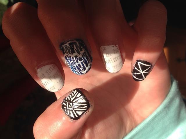 Steph's black and white nails