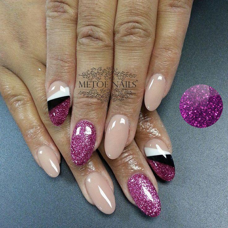Paarse Glitter Gel: http://www.metoenailsforyou.nl/a-36425359/color-gel-glitter/glitter-gel-glamour-rose-5-ml/