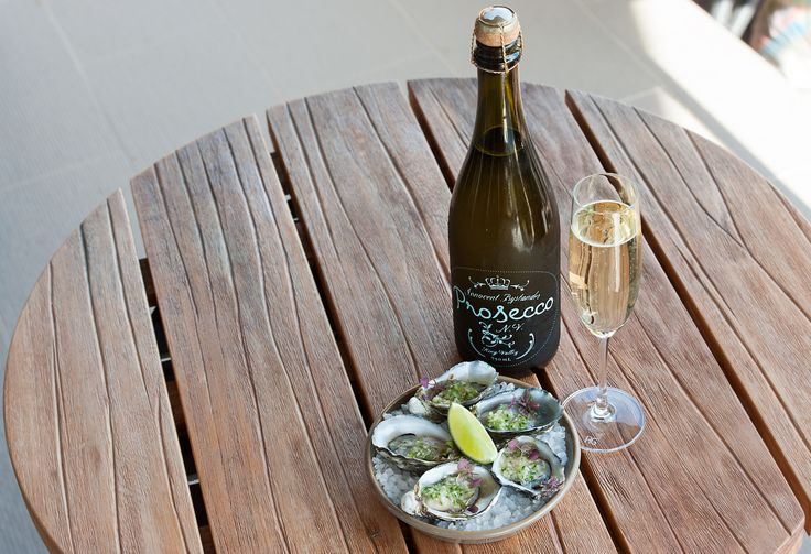 Nothing goes together more perfectly than a glass of Prosecco & delicious fresh oysters @ Junction Moama // www.junctionmoama.com.au
