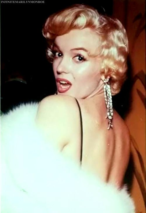 """"""" December 12, 1955 - Marilyn attends the premiere of The Rose Tattoo. """""""
