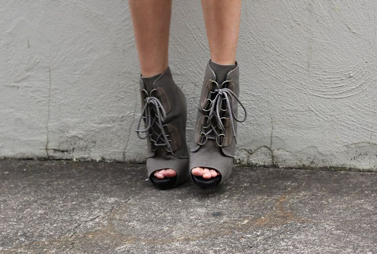 Lace up peep toe booties.: Fashion, Style, Ankle Boots, Fall Shoes, Grey Booty, Peeps Toe, High Heels, Grey Shoes, Grey Boots