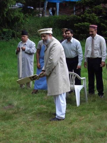 Hadhrat Mirza Masroor Ahmad playing cricket!! This made my day!  He is the fifth Khalifa (Caliph) of the Ahmadiyya Muslim Community.
