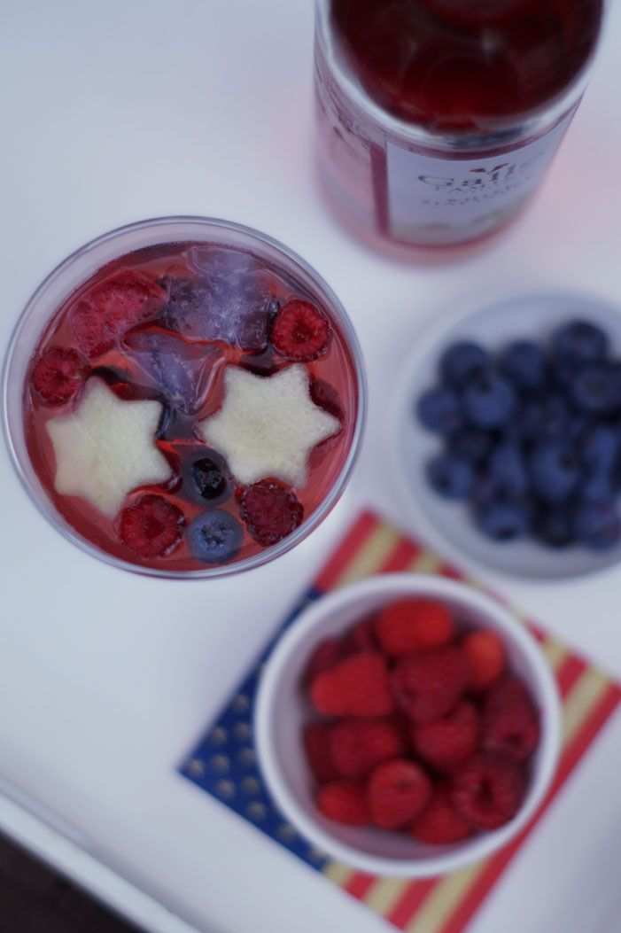 Red, White & Blue Sangria - erfrischender Drink für die Sommerparty!
