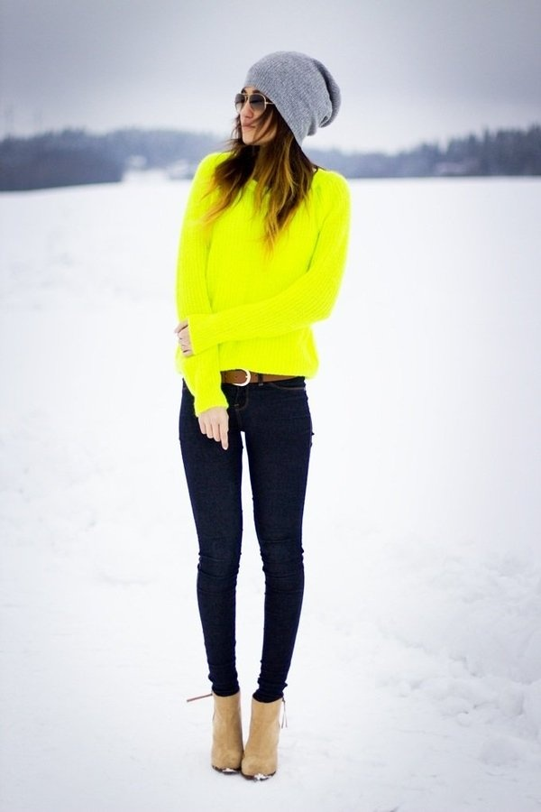Neon Jersey + Skinny Jeans + beanie = Awesome winter combo   Outfits I love   Pinterest