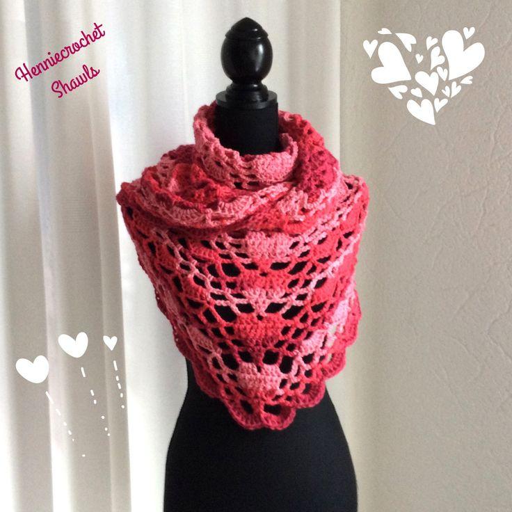 Blij om mijn nieuwste toevoeging aan mijn #etsy shop te kunnen delen: Valentijn cadeau, sjaal, kleding cadeau, omslagdoek, cadeau voor haar, verjaardagscadeau, damessjaal, lichtroze, roze en rood, hartjessjaal #accessoires #sjaal #valentijnsdag #kledingcadeau #verjaardag #valentijncadeau