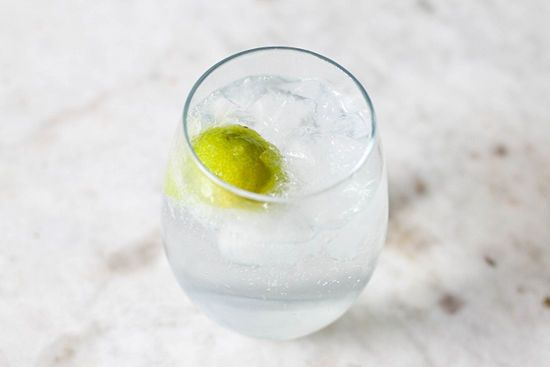 Gin And Tonic - A Quintessentially Classic Summer Cocktail Recipe ...