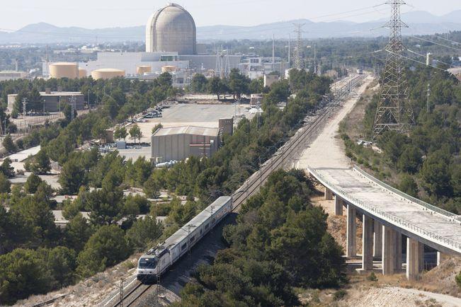 Les noves vies del corredor mediterrani es construeixen amb ample ibèric, segons el 'Diari de Tarragona' - Diari Ara, 07/05/2014. ERC denuncia que Madrid continua posant bastons a les rodes a l'eix litoral. Foment assegura que el doble ample de via en el tram entre Vandellòs i Tarragona es farà a través d'un nou sistema de travesses polivalents que permeten la instal·lació d'un tercer rail.