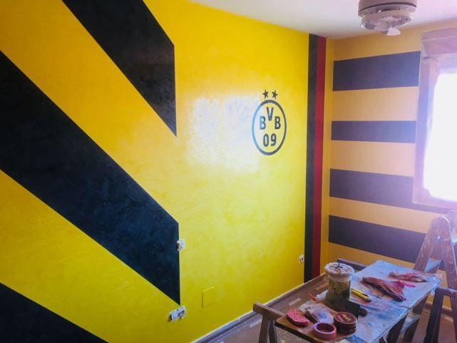 Pintores en Madrid - Estuco Veneciano Amarillo y Negro a Rayas - Borussia Dortmund | Pintores en Madrid - Pintor en Madrid Urbano - pintoresenmadridurbano.es - pinturasurbano.es