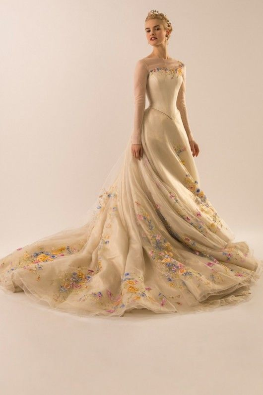 The wedding dress of Cinderella the movie - Lily James  will wear this romantic design of Sandy Powell with grace