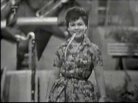 Edita Štaubertová - Babičko, nauč mě charleston (1962) - YouTube