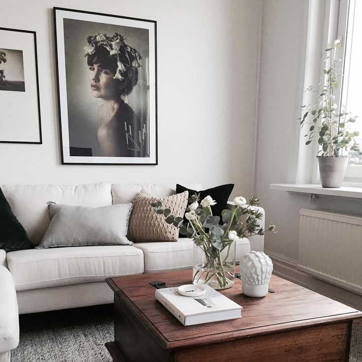 White, light and airy living room corner with eucalyptus, and framed poster from printler.com, the marketplace for photo art. Motif by LisaLove Bäckman. Interior design by @byboninterior Poster: https://printler.com/sv/foto/9227