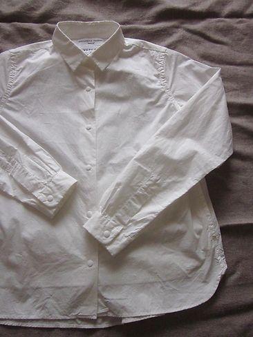 TB りす:YAECA白シャツ OGりすYAECAのシャツ、ダイスキでして。今度見たら、白…|LEE(リー)スナップボタンがなんともいえず、YAECAっぽくて、 普段はボタンあけてきる派の私でも、YAECAを着るときは、ピシーッと上までボタンを留めるのがお約束。   ポッケも両サイドについてて、ほんと使える子なんです。 白い子も、他の色と並んで実に嬉しそう。(そんな風に見えるのは、私だけだと思うけど) だいじに着たいと思います。