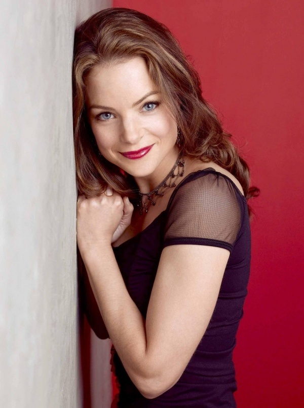 Kimberly Williams Paisley - Alpha Phi; Actress: Nashville, Father of the Bride 1&2, and According to Jim