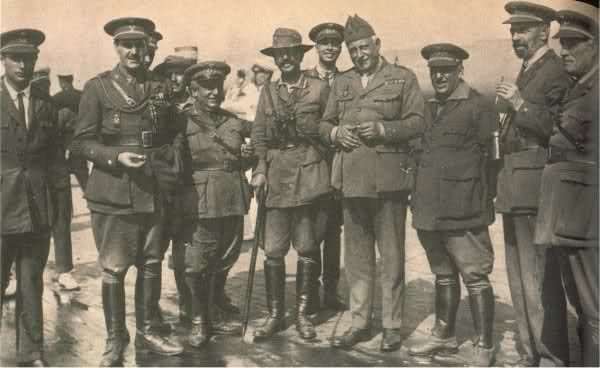 El EM. del Ejército con Franco, Quelpo de Llano, Sanjurjo y Moscardó entre…