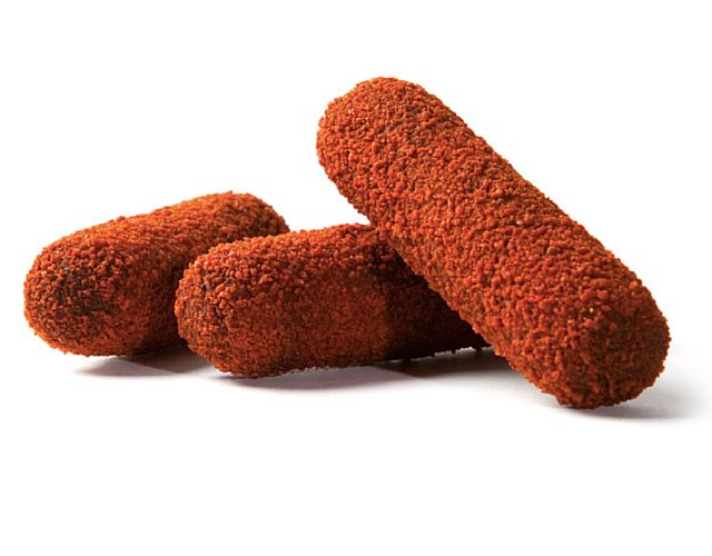 Kroketten á 90 gram per stuk met een licht pittige rundvlees- en paprikaragout op basis van een getrokken bouillon en gezette roux omhult met een dunne paneerlaag.