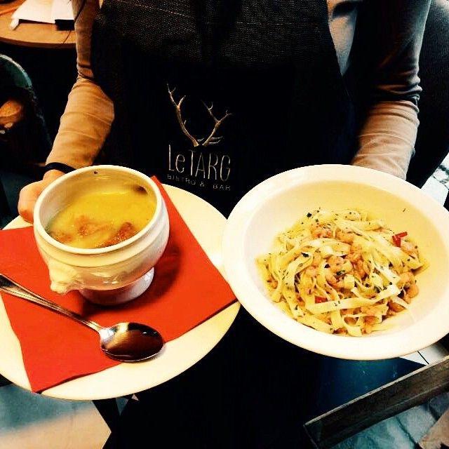 Makaron tagiatelle z krewetkami koktajlowymi, papryką chili, czosnkiem i zieloną pietruszką oraz aromatyczna zupa porowa z grzankami! Wpadajcie na lunch! #letarg #letargbistro #pasta #tagiatelle #shrimps #chilli #pepper #garlic #amazingtasty #soup #lunch #lunchtime #lunchidea #food #foodporn #instafood #foosgasm #poznan #restaurant #cityofpoznan #eat #hungry
