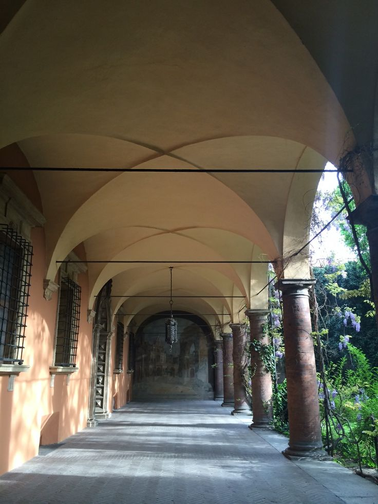 Bologna, portico del chiostro di Collegio di Spagna, in Via Collegio di Spagna, 4