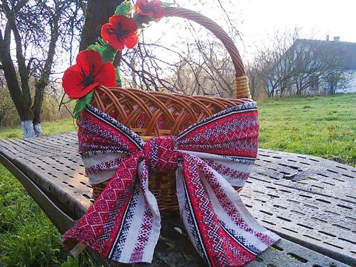 украшение корзины цветами