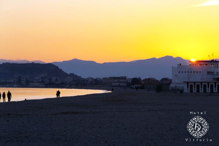 http://www.hotelbjvittoria.it   #tramonti #panorama #Cagliari #Sardegna