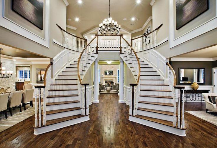 фото двухэтажных домов внутри лестница по середине этого белоснежного милаху