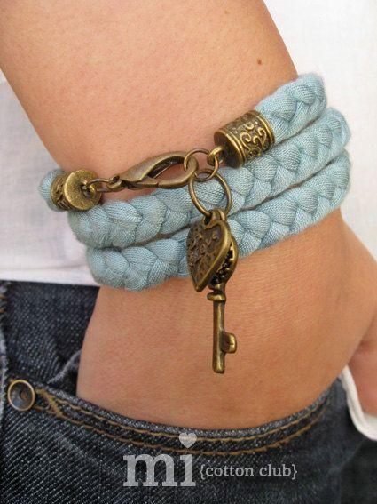 Pulsera trapillo Love Azul Claro por Micottonclub en Etsy