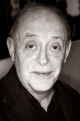 Antonio Tabucchi - Sueño de Arthur Rimbaud, poeta y vagabundo : Ignoria http://bibliotecaignoria.blogspot.com/2014/04/antonio-tabucchi-sueno-de-arthur-rimbud.html#.Uz7jp_l5OSo