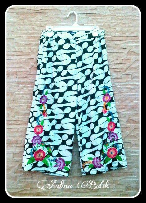 Embroidery 7/8 Cullote  Kulot Batik Bordir cantik utk sehari-hari, jalan waktu weekend atau liburan. Nyaman dikenakan dan mudah padu padan.  Embroidery 7/8 Cullotes with bright flowers handmade Embroidery. Comfortable and easy to mix n match. Perfect for daily activities, weekend or holiday   For order please contact: SMS /WA +6282281115732, BBM 5B54D9C1, Path Aalina Batik, Line Aalina Batik, IG @aalinabatik.