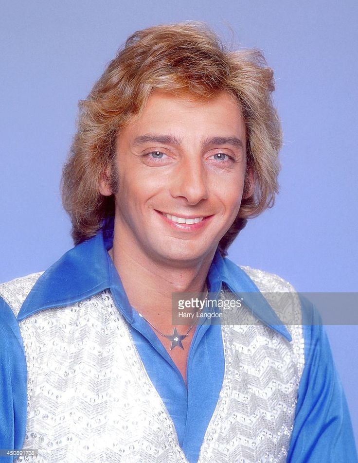 barry manilow | Singer Barry Manilow poses for a portrait in 1983 in Los Angeles…