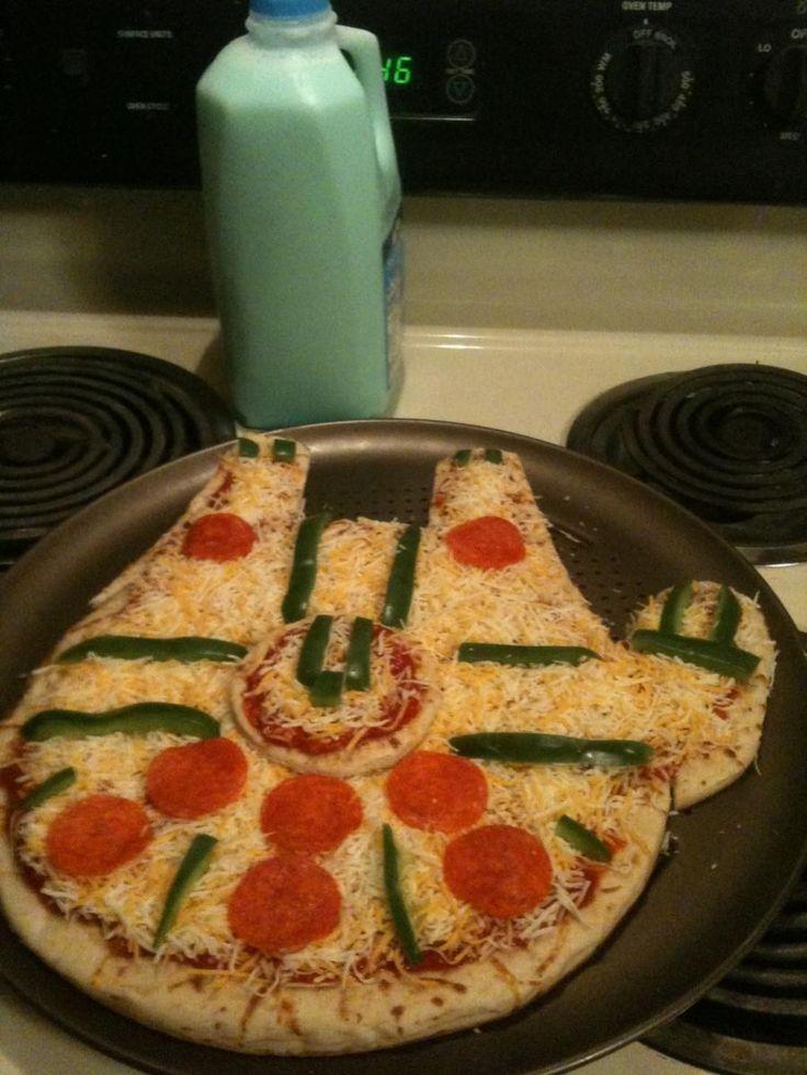 Millenium Falcon pizza