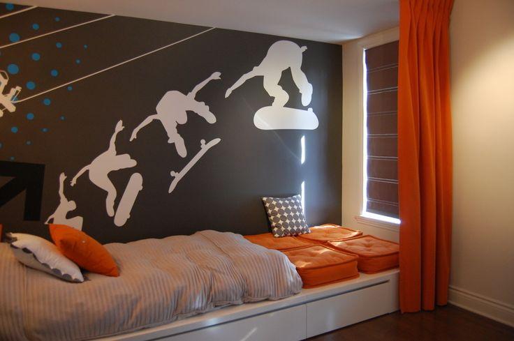 Pokój dla chłopca, naklejki na ścianę, wystrój pokoju dla nastolatka. Zobacz więcej na: https://www.homify.pl/katalogi-inspiracji/12762/sciany-w-pokoju-dzieciecym