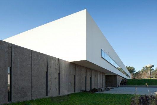 Melgaço Sports School Monte Prado / Pedro Reis Arquitecto | ArchDaily