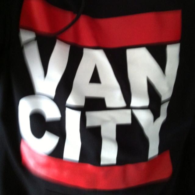 Dipt Van City Hoodie Bitch!