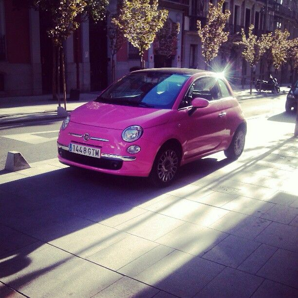 Pink Fiat 500. I LOVE THIS! I would sssoooo drive this.