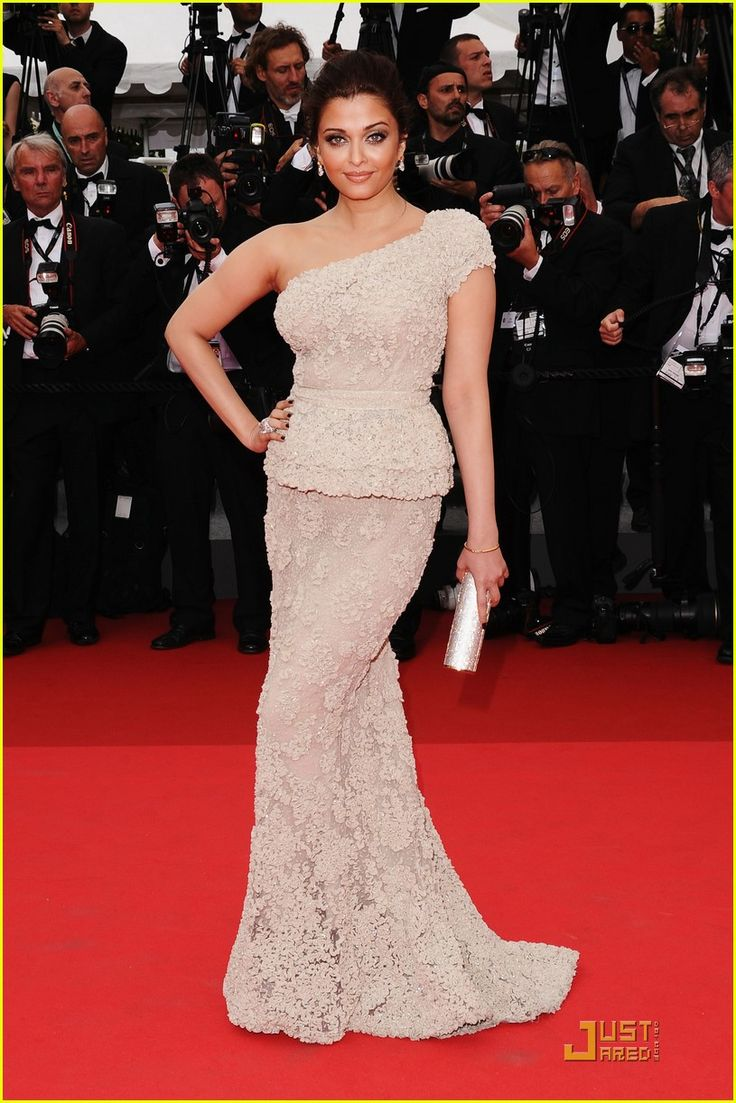 Aishwarya Rai - so gorgeous and a healthy curvy woman